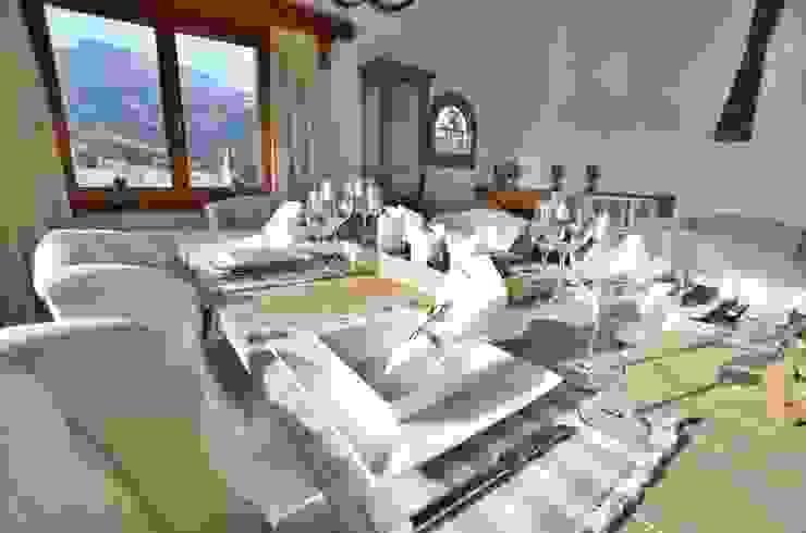 Tischdekoration im Alpenstil von Select Living Interiors Rustikal