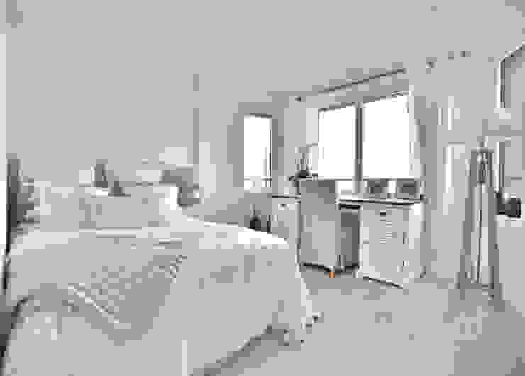 Schlafzimmer in beige und weiss Select Living Interiors SchlafzimmerBetten und Kopfteile Weiß