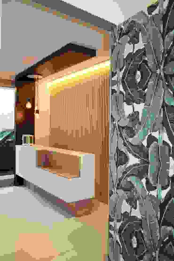 ALMA DESIGN Pasillos, vestíbulos y escaleras de estilo moderno