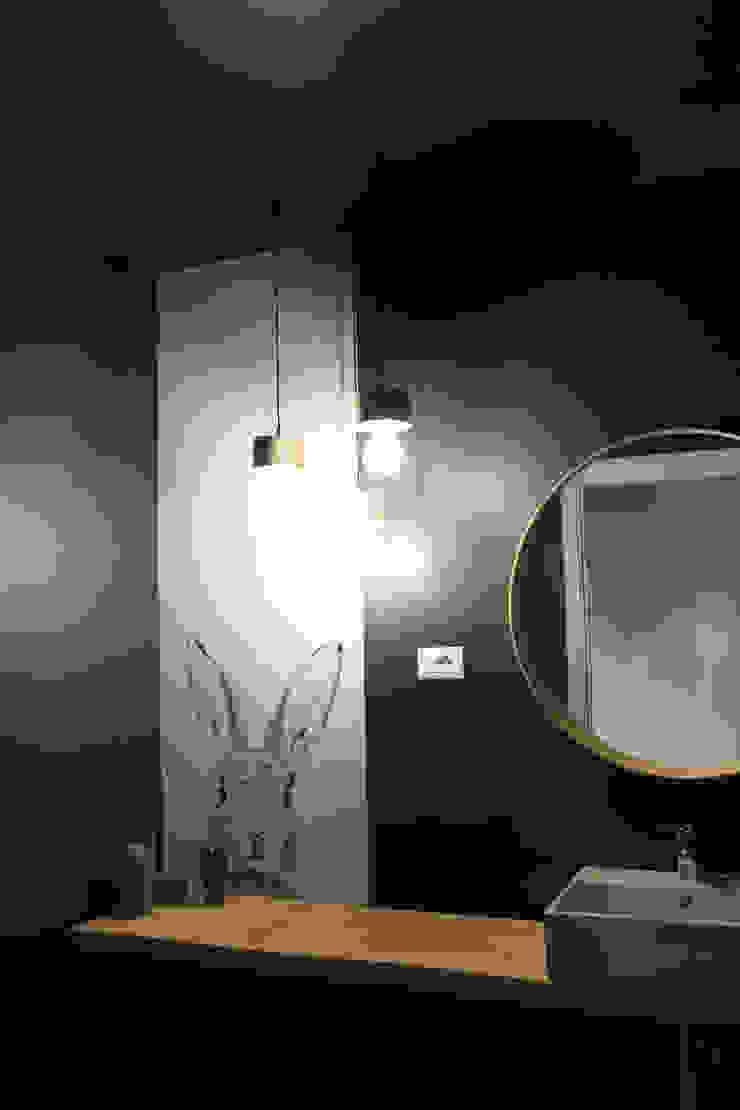 ALMA DESIGN Baños de estilo moderno