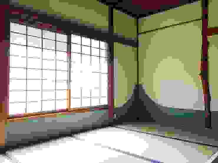茶室の腰貼りを富士山のモチーフでアレンジ。 Lods一級建築士事務所 アジア風ホテル