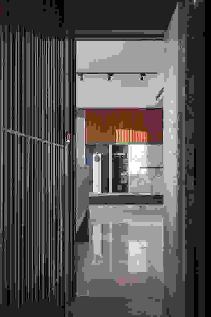 延平金河.流連忘返 Asian style doors by DYD INTERIOR大漾帝國際室內裝修有限公司 Asian