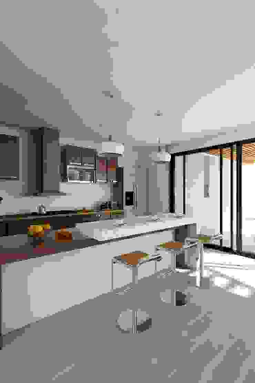 Kiuva arquitectura y diseño Cocinas integrales Mármol Blanco