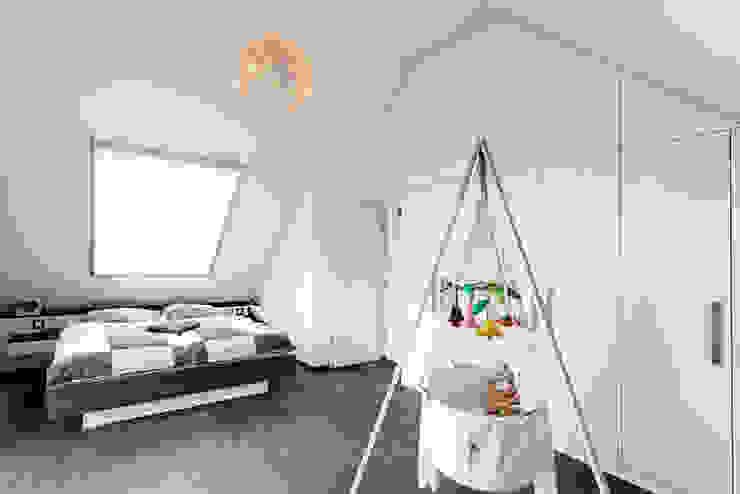 Nach den Sternen greifen Minimalistische Schlafzimmer von Koitka Innenausbau GmbH Minimalistisch