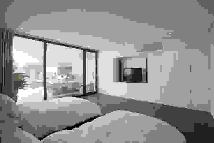 Chambre moderne par AGi architects arquitectos y diseñadores en Madrid Moderne