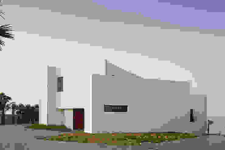 โดย AGi architects arquitectos y diseñadores en Madrid โมเดิร์น
