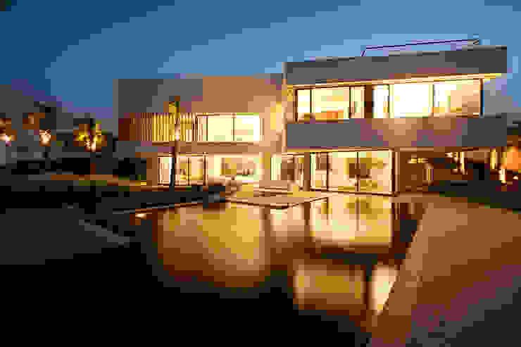 Diseño de una casa minimalista y moderna en Barcelona de AGi architects arquitectos y diseñadores en Madrid Moderno