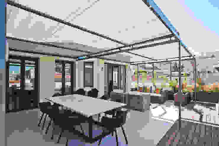 LAVRADIO DESIGN Modern style balcony, porch & terrace