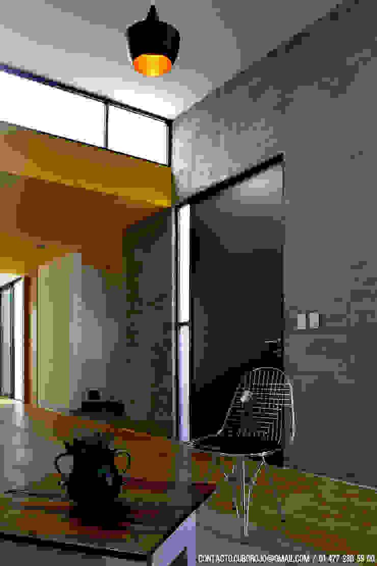 CASA VG Salones modernos de CUBO ROJO Arquitectura Moderno