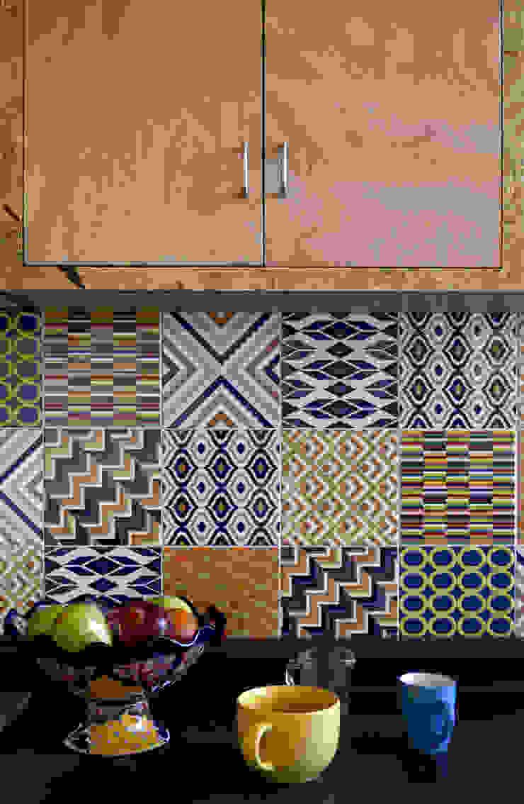 CASA VG Cocinas modernas de CUBO ROJO Arquitectura Moderno