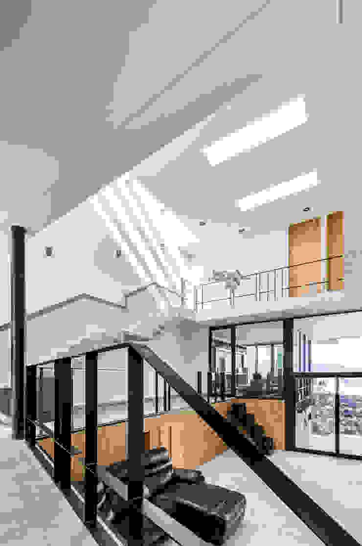 Casa-estudio Choi CEC de CUBO ROJO Arquitectura Moderno