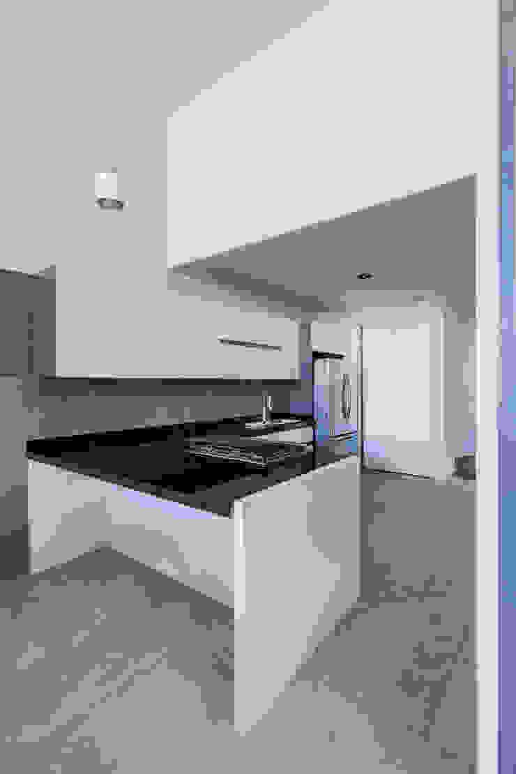 Casa-estudio Choi CEC Cocinas modernas de CUBO ROJO Arquitectura Moderno