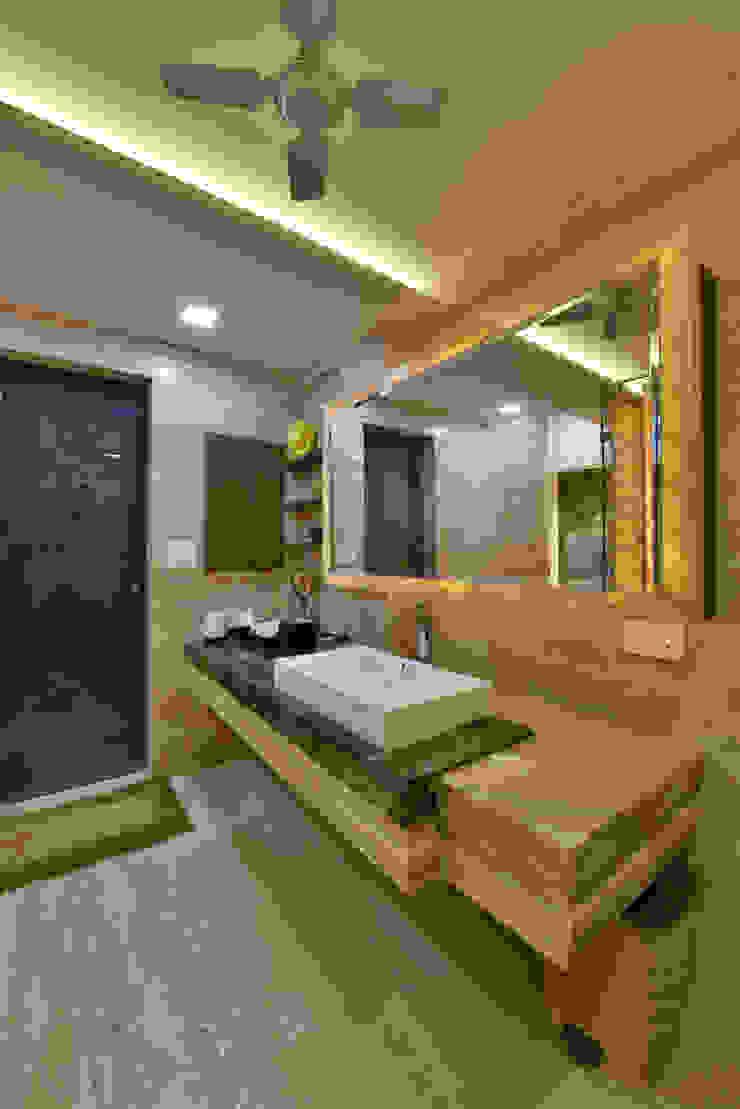 Mr. Doshi's Residence Modern bathroom by Banaji & Associates Modern