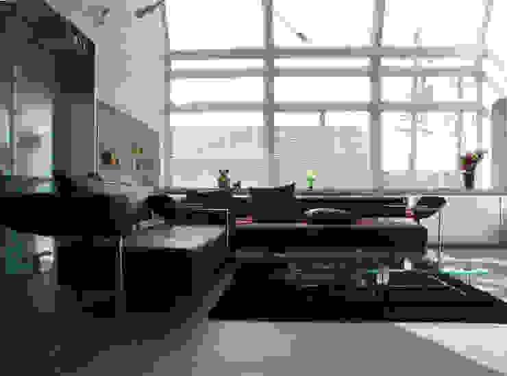 名古屋丘の上、フェラーリに憧れクールに住まう House in Urban Setting 02 の JWA,Jun Watanabe & Associates