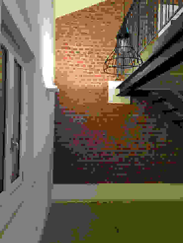 atelier architettura Pasillos, vestíbulos y escaleras de estilo moderno