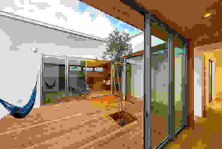 haus-flow 中庭 一級建築士事務所haus 北欧風 庭 木 ブラウン