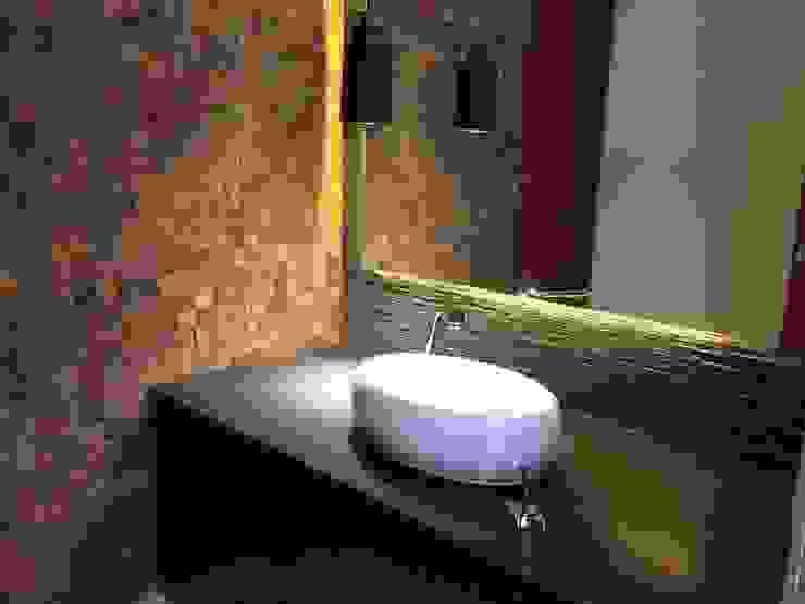 Medio baño Baños de estilo moderno de CESAR MONCADA SALAZAR (L2M ARQUITECTOS S DE RL DE CV) Moderno