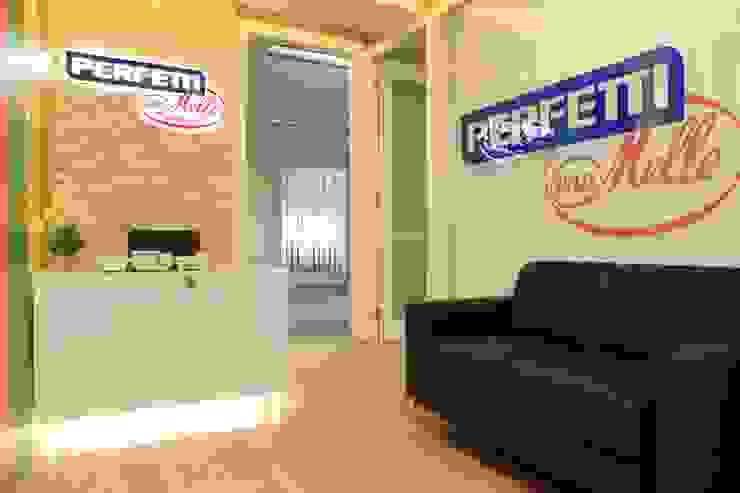 COLORFULL MODERN OFFICE @ MT HARYONO, JAKARTA Kantor & Toko Modern Oleh PT. Dekorasi Hunian Indonesia (DHI) Modern