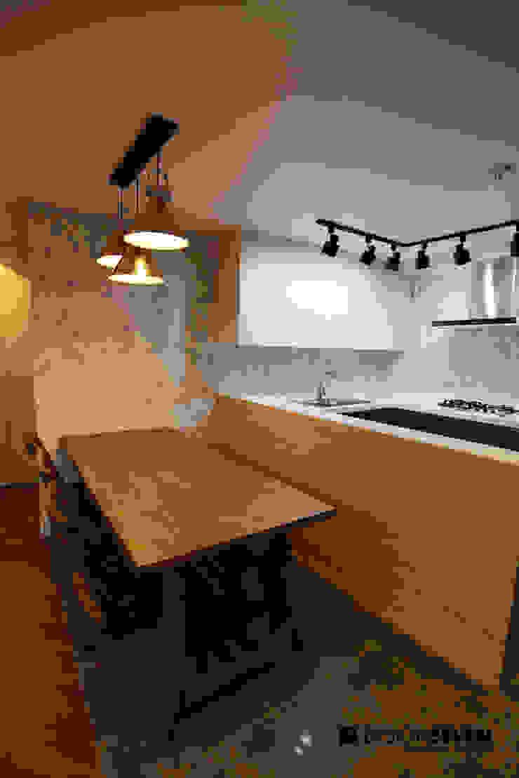 용호롯데 APT: 디자인세븐의 현대 ,모던 우드 우드 그레인