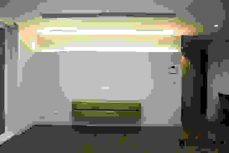 de 디자인세븐 Moderno Madera Acabado en madera