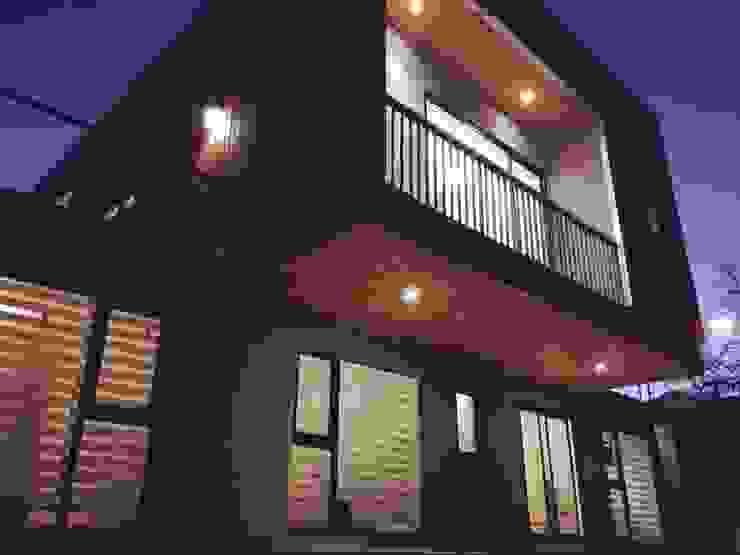 voladizo Casas estilo moderno: ideas, arquitectura e imágenes de corner Moderno