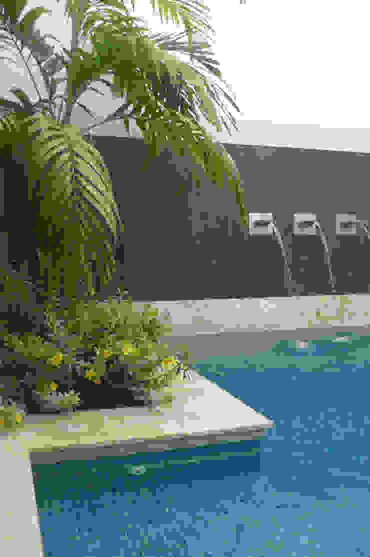 Casa Vega aruachan Piscinas de estilo minimalista de mínimal arquitectura Minimalista