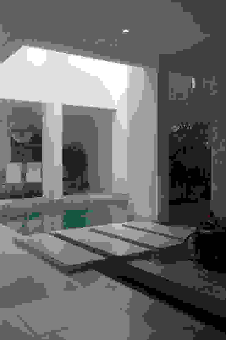 Casa Vega aruachan Pasillos, vestíbulos y escaleras de estilo minimalista de mínimal arquitectura Minimalista