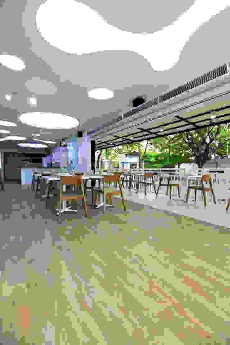 TWO DIFFERENT EXCITEMENT RESTAURANT & LOUNGE @ LIPPO CIKARANG Gastronomi Modern Oleh PT. Dekorasi Hunian Indonesia (DHI) Modern