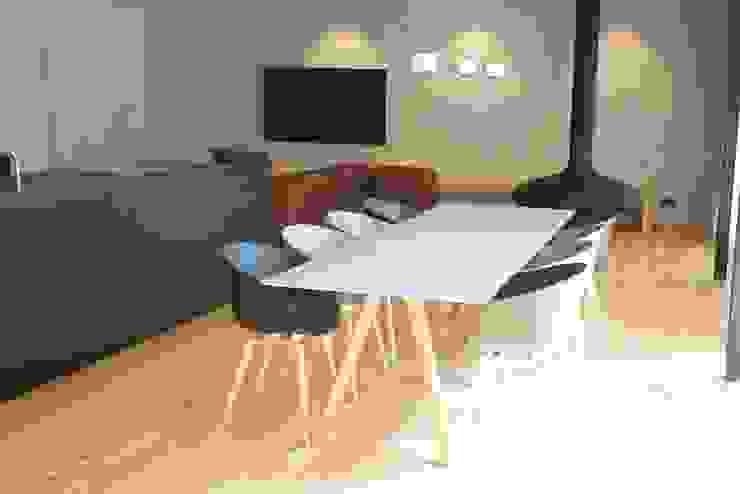 Ein Traum aus Beton und Eiche Minimalistische Wohnzimmer von Helm Design by Helm Einrichtung GmbH Minimalistisch