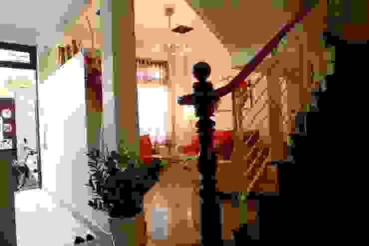 Phòng khách – phòng bếp sang trọng, đầy ấm áp Hành lang, sảnh & cầu thang phong cách hiện đại bởi Công ty TNHH Xây Dựng TM – DV Song Phát Hiện đại