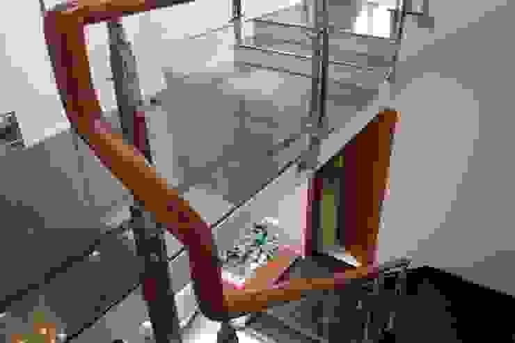 Thiết Kế Nhà Phố 3 Tầng Đẹp 5x20m Có Hầm Gara Rộng Rãi Hành lang, sảnh & cầu thang phong cách hiện đại bởi Công ty TNHH Xây Dựng TM – DV Song Phát Hiện đại