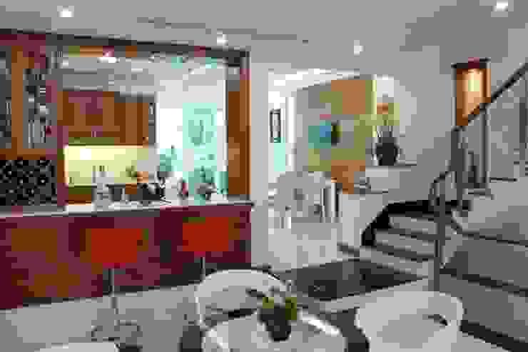 Thiết Kế Nhà Phố 3 Tầng Đẹp 5x20m Có Hầm Gara Rộng Rãi Phòng ăn phong cách hiện đại bởi Công ty TNHH Xây Dựng TM – DV Song Phát Hiện đại
