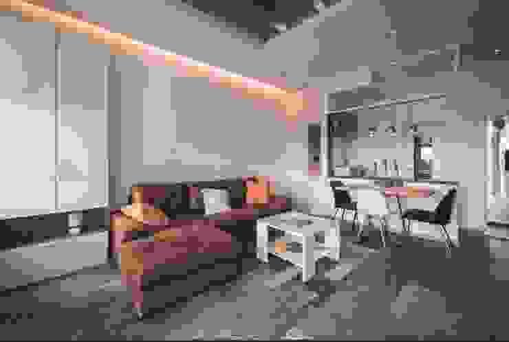 Salas de estilo tropical de Rebel Designs Tropical
