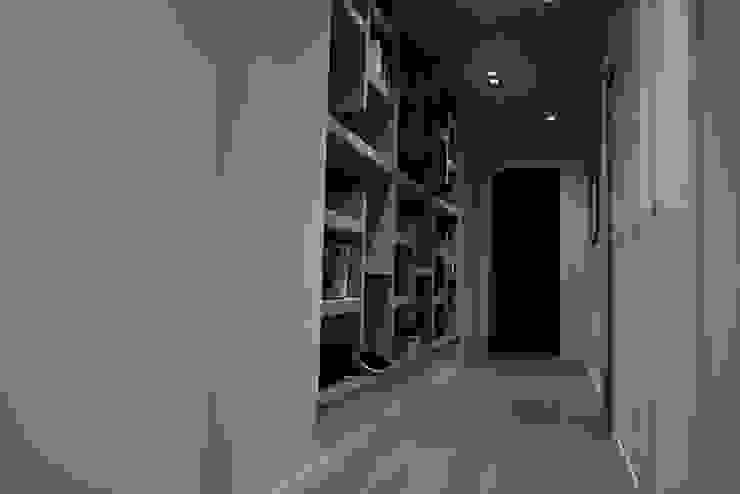 studionove architettura Couloir, entrée, escaliers modernes Bois Gris