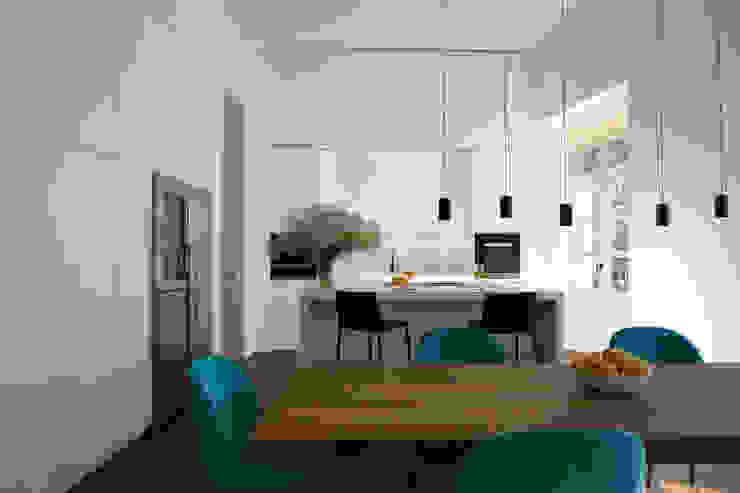 根據 Alejandro Giménez Architects 現代風 複合木地板 Transparent