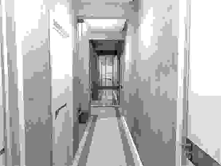 Moderner Flur, Diele & Treppenhaus von Murat Aksel Architecture Modern Beton