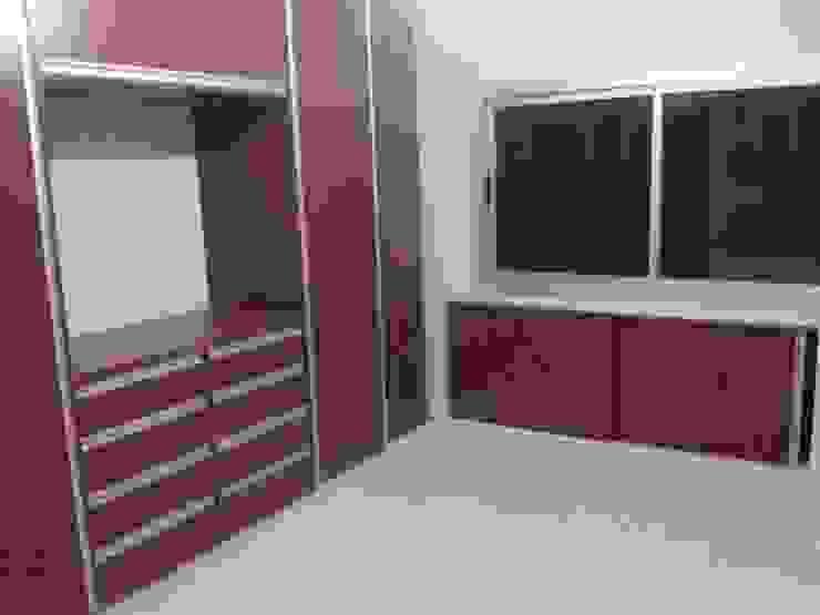 Placard dormitorio principal de Muebles AyM Minimalista Madera Acabado en madera