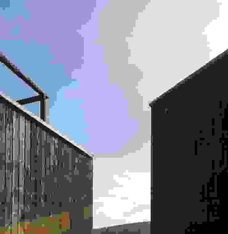 Casa Curaumilla Casas estilo moderno: ideas, arquitectura e imágenes de Crescente Böhme Arquitectos Moderno Madera Acabado en madera