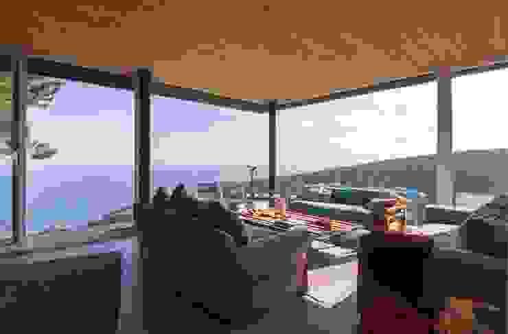 Casa Curaumilla Livings de estilo moderno de Crescente Böhme Arquitectos Moderno Vidrio