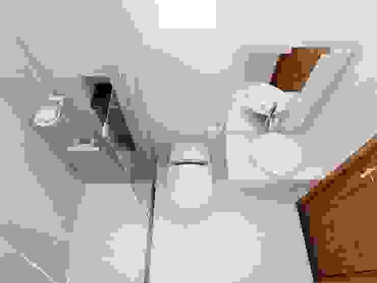 Nhà Phố 4 Tầng Sang Trọng Tại Quận 9 Phòng tắm phong cách hiện đại bởi Công ty TNHH TK XD Song Phát Hiện đại Đồng / Đồng / Đồng thau