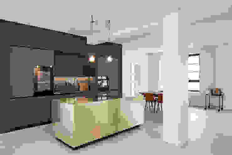 Küchenblock in Messing STUDIOLIVIUS KücheSchränke und Regale Kupfer/Bronze/Messing Bernstein/Gold