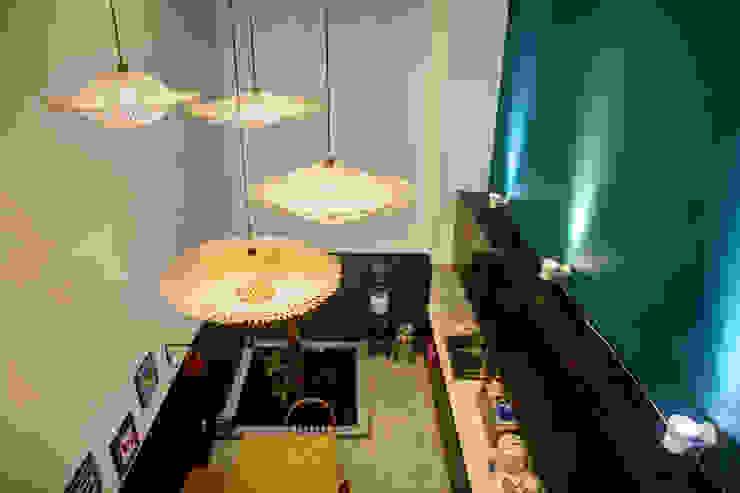 Bắt Mắt Với Thiết Kế Nhà Ống Nhỏ 48m2 Trẻ Trung Và Đương Đại Phòng ăn phong cách hiện đại bởi Công ty TNHH Xây Dựng TM – DV Song Phát Hiện đại