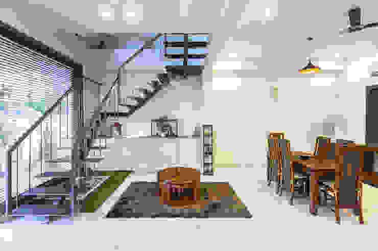 Sky Box House: modern  by Garg Architects,Modern Wood Wood effect