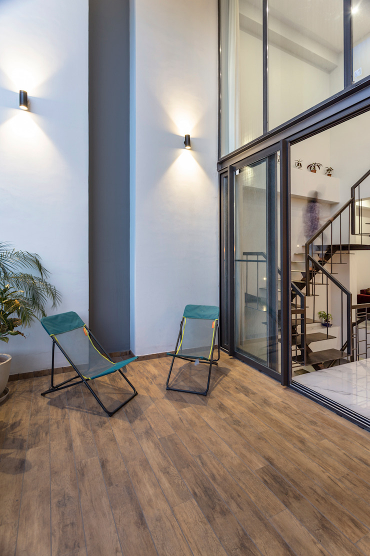 Sky Box House Modern balcony, veranda & terrace by Garg Architects Modern Wood Wood effect