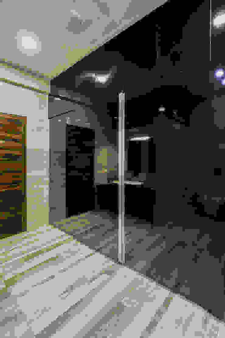 Sky Box House: modern  by Garg Architects,Modern Plywood