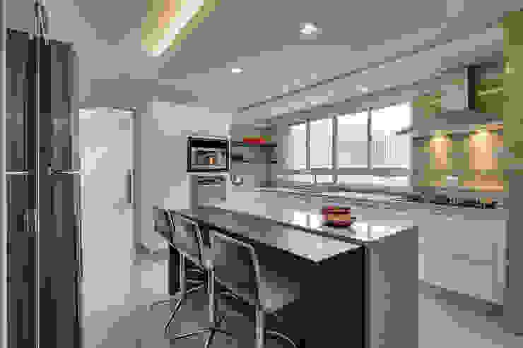 Nhà bếp phong cách hiện đại bởi Angelica Pecego Arquitetura Hiện đại