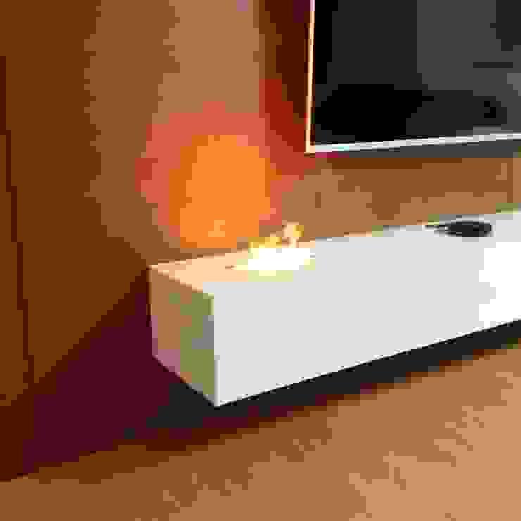 PRIEVIDZA | ESLOVÁQUIA Salas de estar minimalistas por GlammFire Minimalista