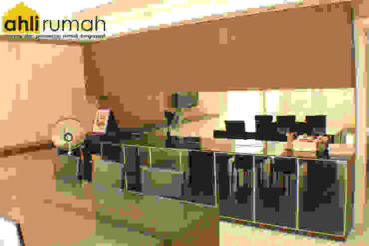 Rumah Tinggal Bpk Yanto Ruang Makan Modern Oleh ahlirumah.id Modern