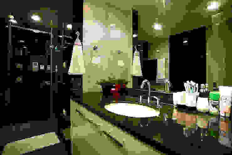 Đã Mắt Ngắm Mẫu Thiết Kế Nhà Phố Tuyệt Đẹp Trên Mảnh Đất 100m2:  Phòng tắm by Công ty TNHH Xây Dựng TM – DV Song Phát