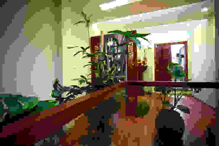 Balcones y terrazas de estilo moderno de Công ty TNHH Xây Dựng TM – DV Song Phát Moderno